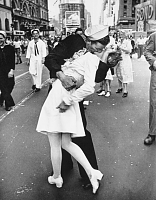Click image for larger version.  Name:Times Square photograph by Alfred Eisenstaedt in Etsy.png Views:4 Size:459.6 KB ID:12905